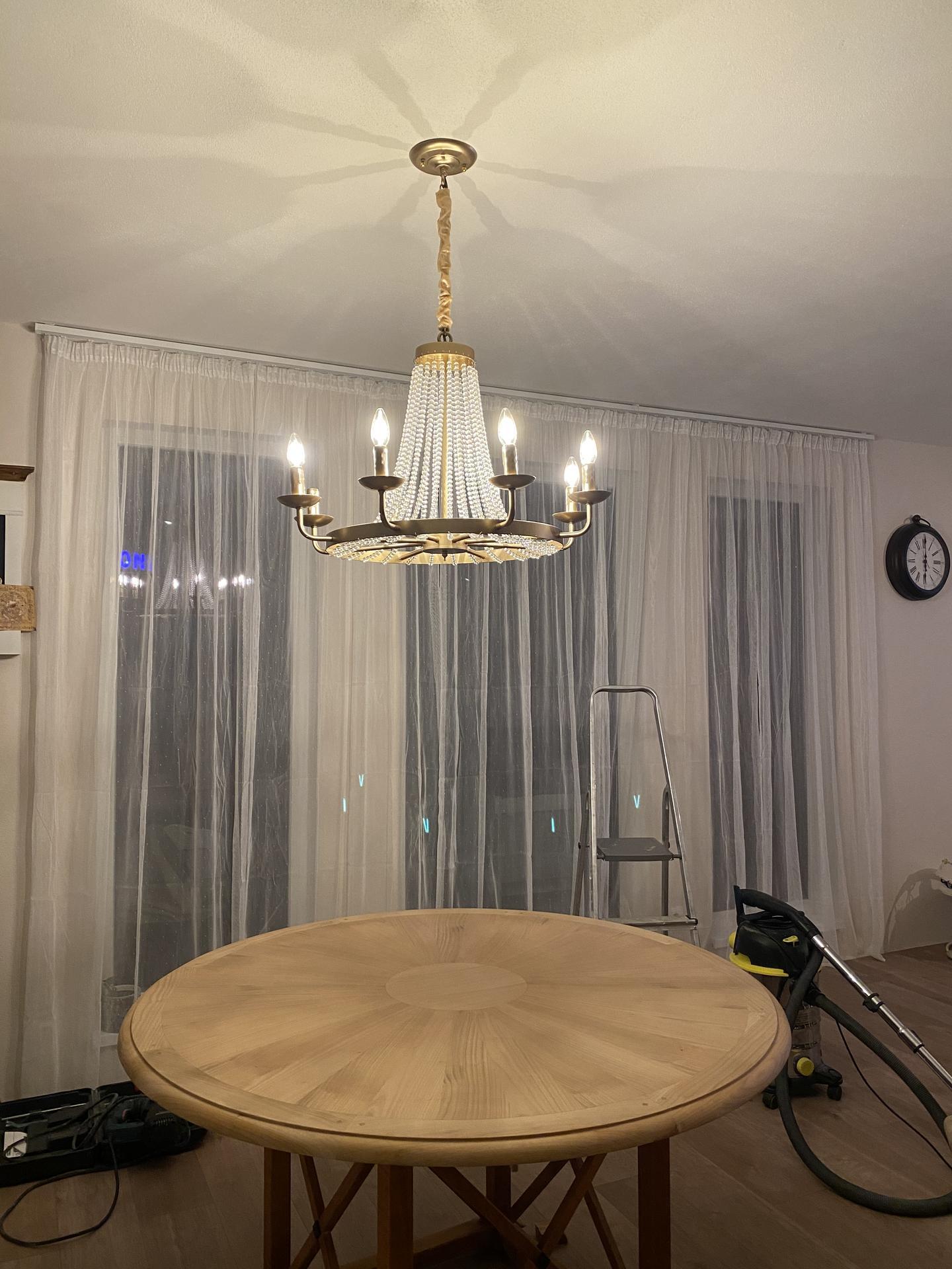 Zariaďujeme domček 🥰 - Ani som neverila no mame další luster 🥰 A čochvíľa sa púšťam do maľovania stola, nech to k sebe viac ide ❤️