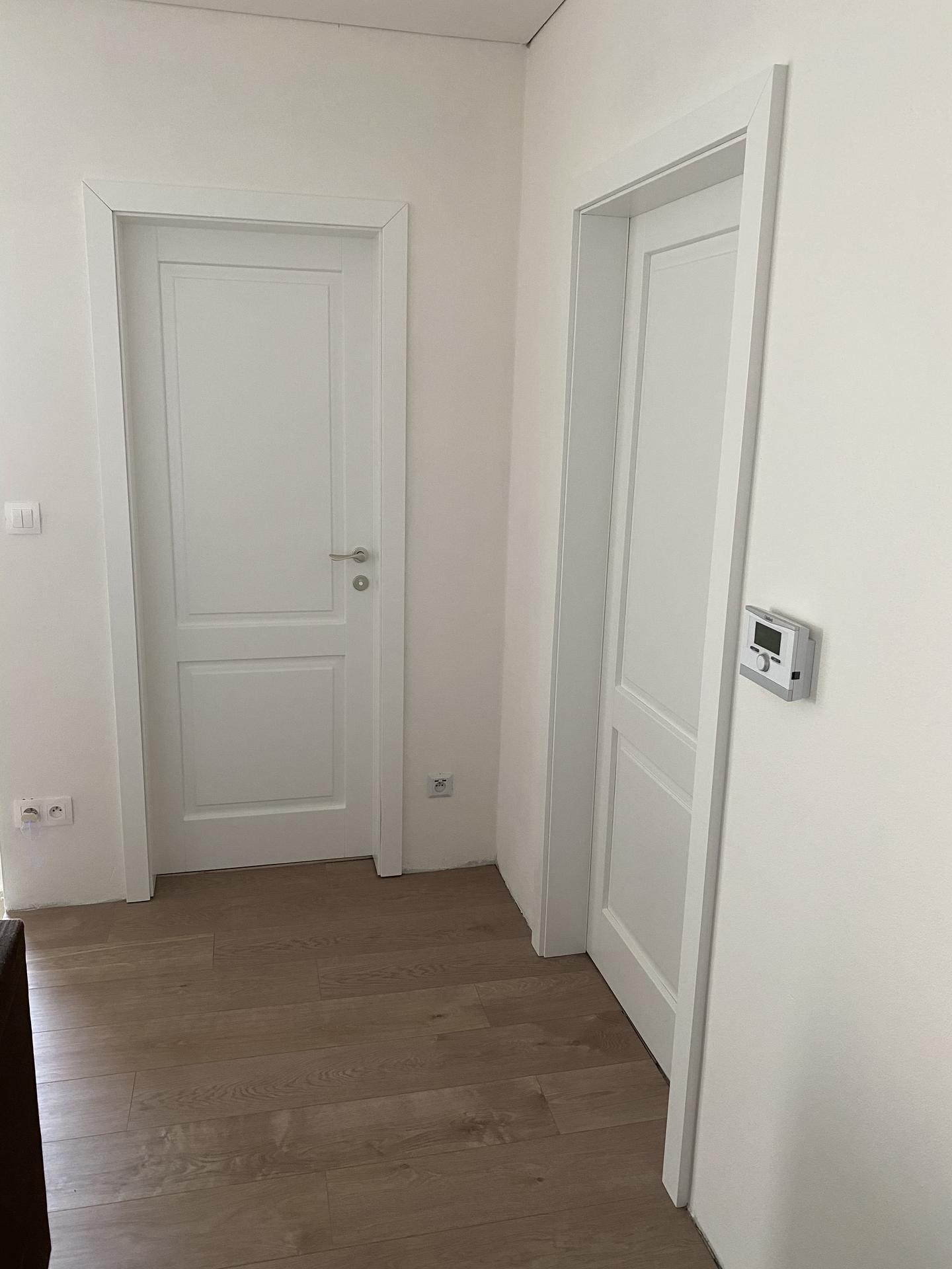 Zariaďujeme domček 🥰 - Mat dvere po takej dlhej dobe že zvláštny pocit 😅 ale sú krásne 🥰