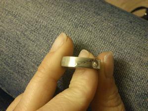 Můj prstýnek s kamínkem.