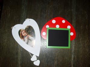 Dřevěný rámeček (2 ks) a tabulka do fotobudky (jen jí trochu přebarvím, aby to nebyla muchomůrka).
