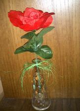 Vázičky - bude tam jedna květina (bude živá, tato je jen pro představu). Mám jich 10 ks.