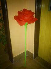 Tak jsem zkusila vyrobit velkou růži - na co bude, netuším :)