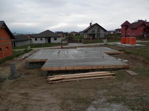 dnes je ten spravny den :) po 6 tyzdnoch tvrdej prace sme betonovali platnu :)