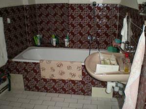 takhle vypadala naše stará koupelna