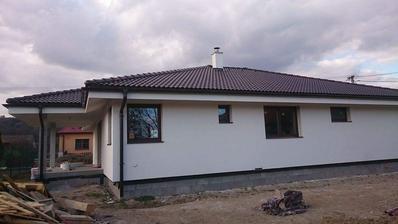 domček zo zadu - kuch.okno, špajza, spálňa, kúpelňa