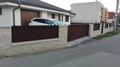 Dokonceny plot, chcela som plot.vyplne uplne zarovno stlpikov,viac sa mi to paci ked je to tak zarovno. A mozme pokracovat dalej...jedno dokoncime a dalsich 5 robot je v poradi 😊😏