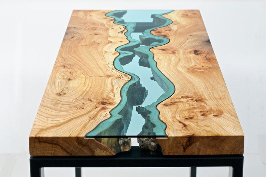 Kávičku na drevo? - wow, nádhera: sklenená rieka na stole:  http://www.boredpanda.com/furniture-design-river-lake-tables-greg-klassen/