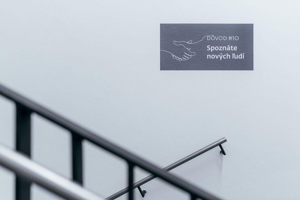 Každý schod sa počíta! Toto sa mi veľmi páči: ... na jednom schodisku v jednej administratívnej budove v Bratislave - Obrázok č. 3