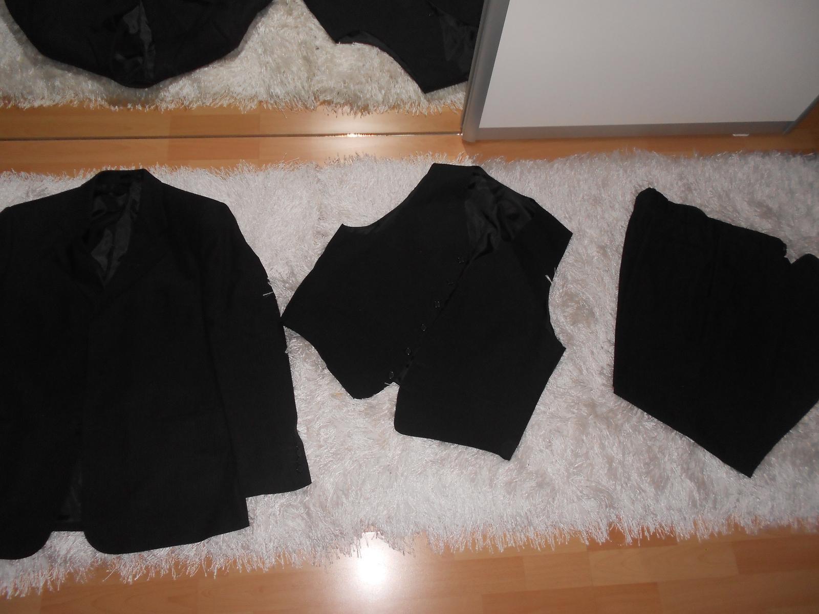 Oblek čierny + 2ks košele a kravaty gratis - Obrázok č. 1