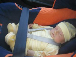 Koblížek na cestě z porodnice :-) Jakub 27. 3. 2012, 3,64 kg, 51 cm