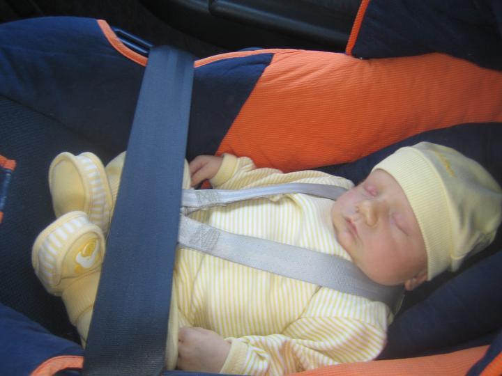 Krušné začátky - Koblížek na cestě z porodnice :-) Jakub 27. 3. 2012, 3,64 kg, 51 cm