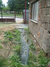 Zasypáno :-) drenáž a kanalizace hotova