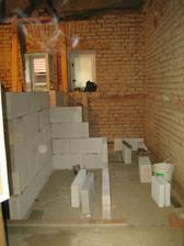 Budoucí záchod a vedle schody do patra
