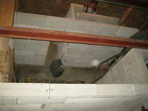 Pohled na koupelnu ze stropu
