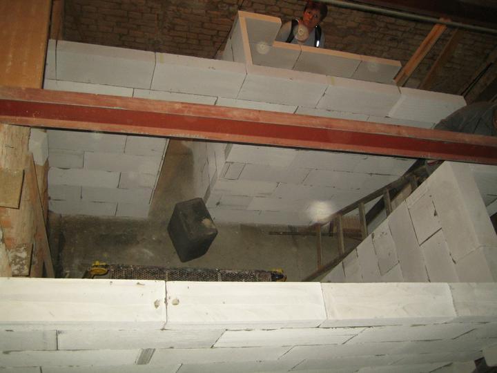 Krušné začátky - Pohled na koupelnu ze stropu