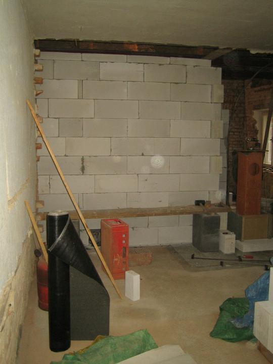Krušné začátky - Už jsme u stropu, příčky jsou hotovy o víkendu nás čeká betonování stropů