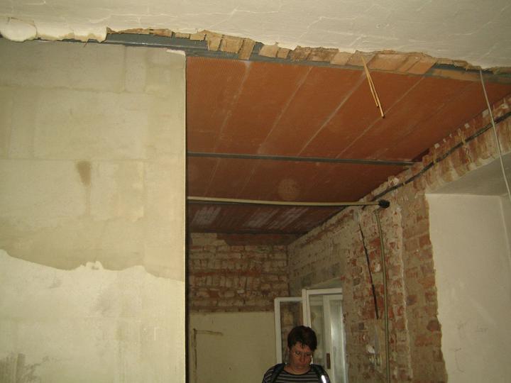 Krušné začátky - konečně máme stropy :-)