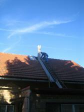 Miláček na střeše - obezdíváme komín