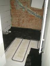 Na polystyren asfaltový papír, pak kari sítě a můžem dělat poslední vstrvu podlah
