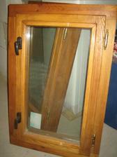 Nové okénko do koupelny - poctivá ruční práce mužova tatínka :-)