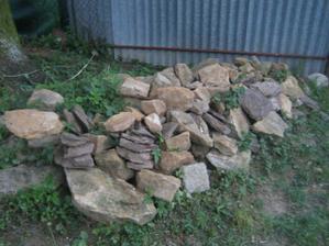 hromádka čekající na vytvoření skalky :-)