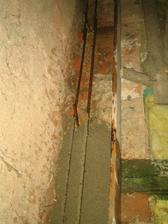 Příprava věnce - posvářené železo se zalévá betonem