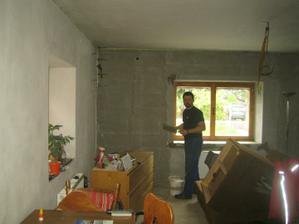 První vyštukovaná stěna! :-) a muž v akci, vše za provozu