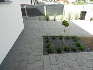 August 2016 - 3/4 záhrady nie sú dokončené, ale túto časť sme stihli už aj prerobiť :)