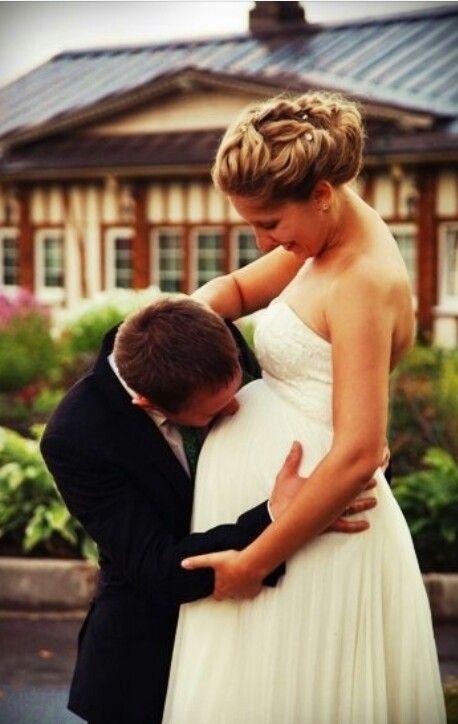 Byť nevestou je úžasné, ale byť matkou je ešte úžasnejšie. Tím Mojej svadby praje všetkým maminkám krásny sviatočný deň plný materinskej lásky a úsmevu! :) - Obrázok č. 1