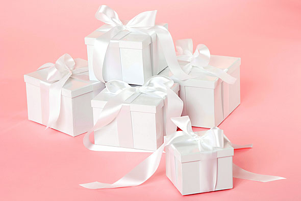 #anketa Nevesty, potešili by vás pod vianočným stromčekom nejaké svadobné dary - veci, ktoré využijete pri plánovaní svadby či priamo na svadbe? Podeľte sa s nami o svoje tajné priania, možno z toho vznikne pekný zoznam vianočných inšpirácií pre vašich blízkych :) A za každú odpoveď posielam srdiečko :) - Obrázok č. 1