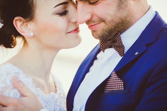 Naši PRO fotografi vybrali svadobnú fotografiu, ktorá im spomedzi fotografií roku 2015 najviac prirástla k srdcu. Tu je ich výber: https://www.mojasvadba.sk/najkrajsie-svadobne-fotografie-2015 Mne sa najviac páči táto od @shphoto . A ktorá sa najviac páči vám? :) - Obrázok č. 1