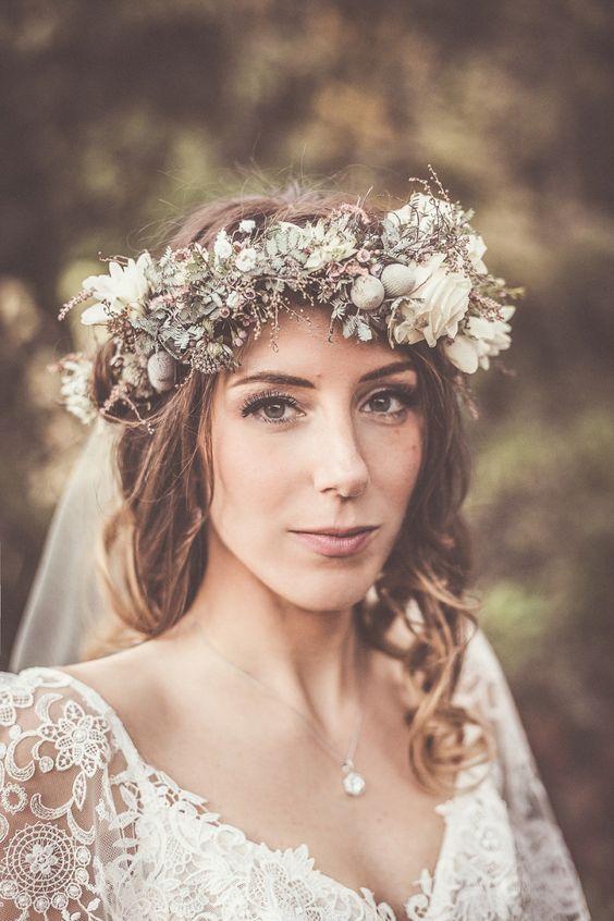 Svadobné účesy oživené kvetmi - Obrázok č. 2