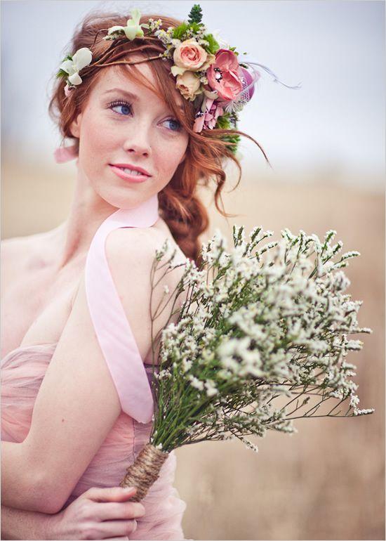 Svadobné účesy oživené kvetmi - Obrázok č. 13