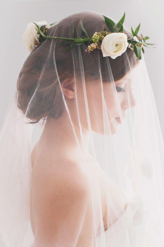 Svadobné účesy oživené kvetmi - Obrázok č. 15