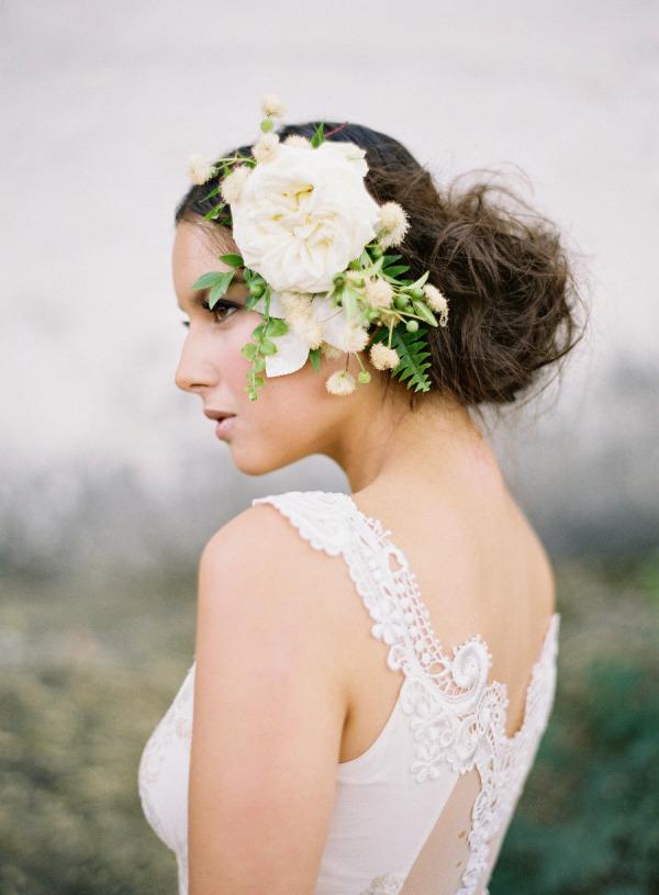 Svadobné účesy oživené kvetmi - Obrázok č. 33