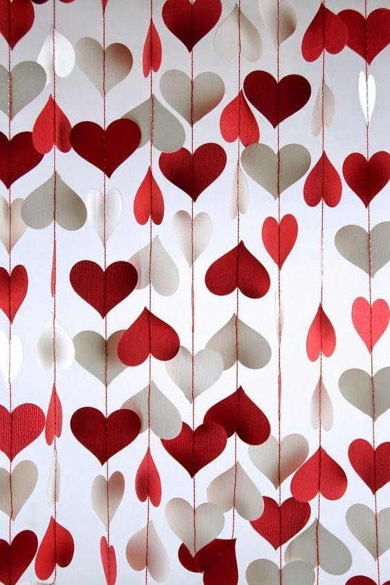 #anketa Milé nevesty, ako si predstavujete romantický valentínsky deň alebo večer? Aké prekvapenie od vášho partnera by vás najviac potešilo? Či už ide o darček alebo zážitok, podeľte sa o svoju predstavu :) rada by som s tipmi na valentínsky deň napísala článok do nášho magazínu. Možno inšpiruje vaše polovičky k splneniu vašich predstáv :) - Obrázok č. 1