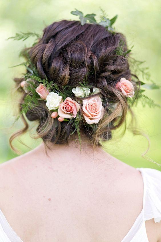 Svadobné účesy oživené kvetmi - Obrázok č. 46