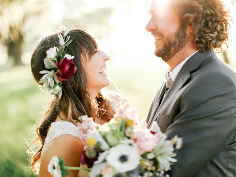 Svadobné účesy oživené kvetmi - Obrázok č. 80