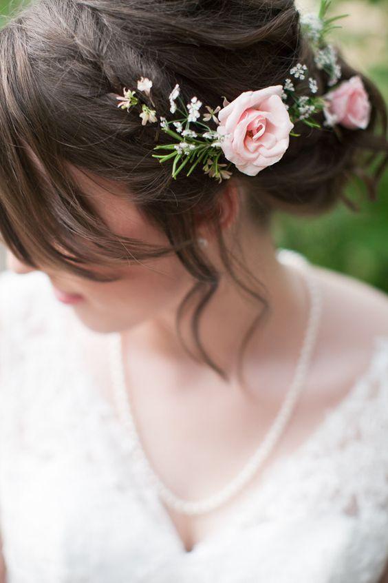 Svadobné účesy oživené kvetmi - Obrázok č. 93