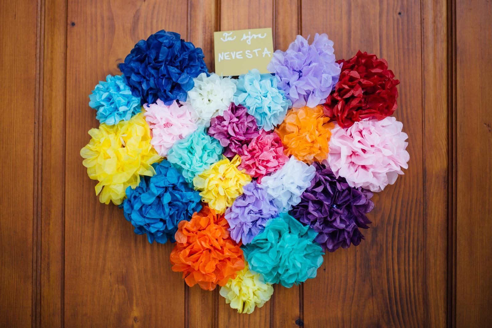 V našom dome býva nevesta :) zajtra sa moja milovaná sestrička @bebe8889 vydáva! Držím palce, nech všetko vyjde podľa tvojich predstáv, a nech si svadobný deň aj s Vladkom užijete. A nech všetko, čo príde potom, je ešte krajšie a farebnejšie ako vaša krásna farebná svadba :) teším sa, poriadne to zajtra oslávime! :) - Obrázok č. 1