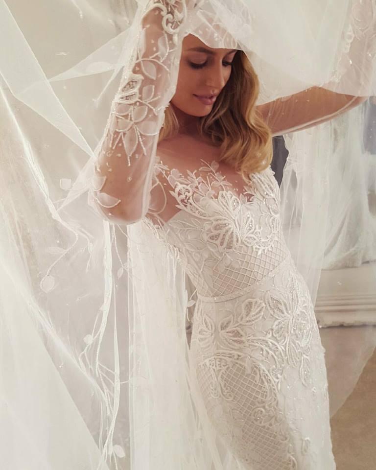 Svadobné šaty s dlhými rukávmi - Obrázok č. 11