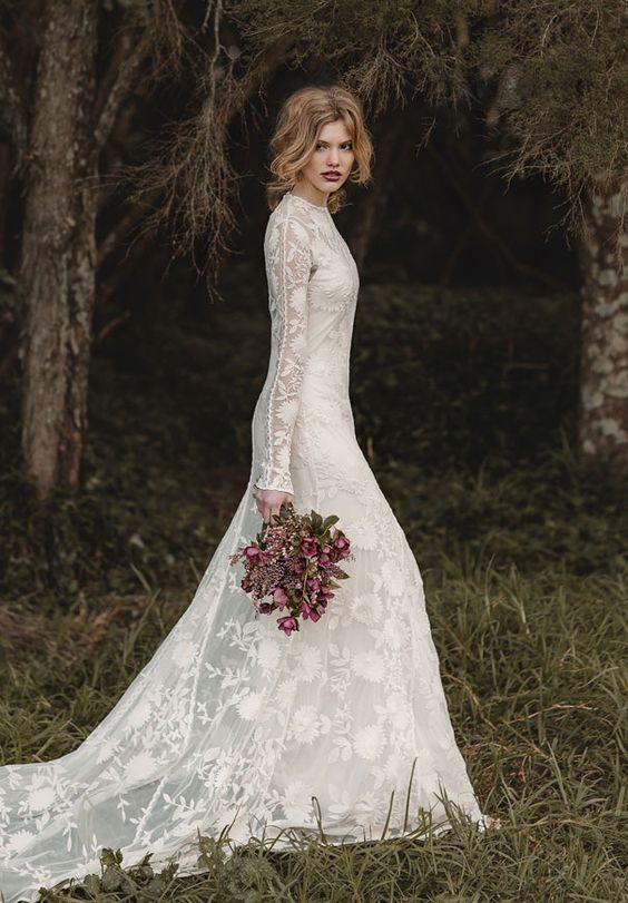 Svadobné šaty s dlhými rukávmi - Obrázok č. 29