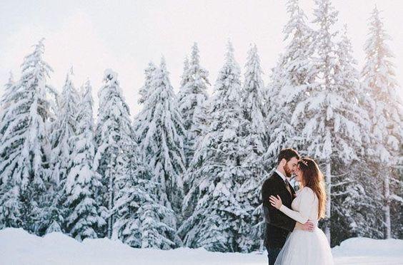 Ak by sa sneh dal objednať, hneď by som zvolila svadbu v zime. Zasnežené svadobné fotky majú neodolateľné čaro :) - Obrázok č. 1