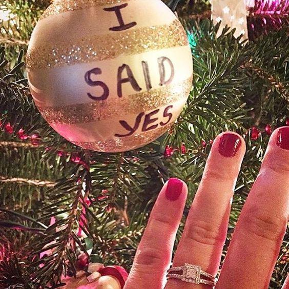 Po Vianociach (a Silvestri) tu vždy pribúda veľa nových neviest :) Prihláste sa, kočky, ktoré ste tento rok boli požiadané o ruku pod stromčekom, nech vás privítame. A môžete aj napísať, ako to prebehlo, aké to bolo, kedy bude svadba alebo krátky príbeh vás dvoch :) teším sa na všetky nové príbehy a gratulujem k zásnubám! :) - Obrázok č. 1