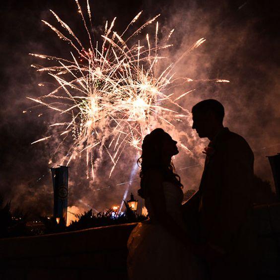 Milé dámy, za celý tím Mojej svadby vám želám krásny nový rok, nech je v ňom veľa lásky, zdravia a šťastných okamihov! :) A tým, pre ktoré je rok 2017 rokom svadby, prajem veľa trpezlivosti v plánovaní a nech všetko dopadne podľa najtajneších snov a túžob. Cítim, že tento rok bude tiež silným svadobným rokom, teším sa na všetky predsvadobné, svadobné aj posvadobné príbehy! :) - Obrázok č. 1