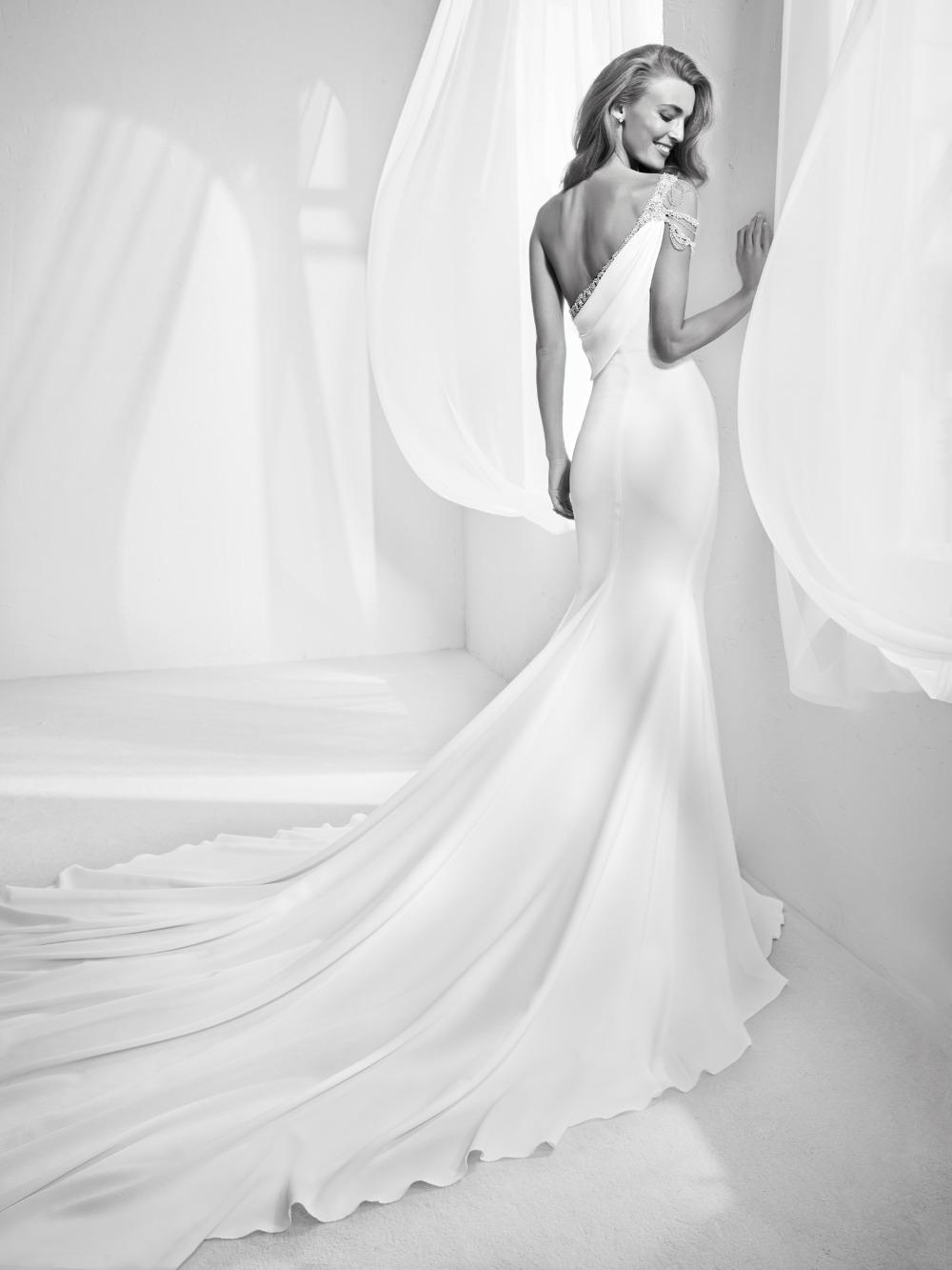 Atelier Pronovias predstavil kolekciu svadobných šiat na rok 2018 - Obrázok č. 1