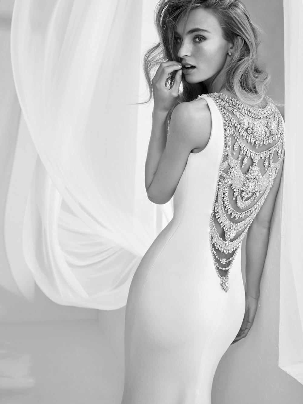 Atelier Pronovias predstavil kolekciu svadobných šiat na rok 2018 - Obrázok č. 11