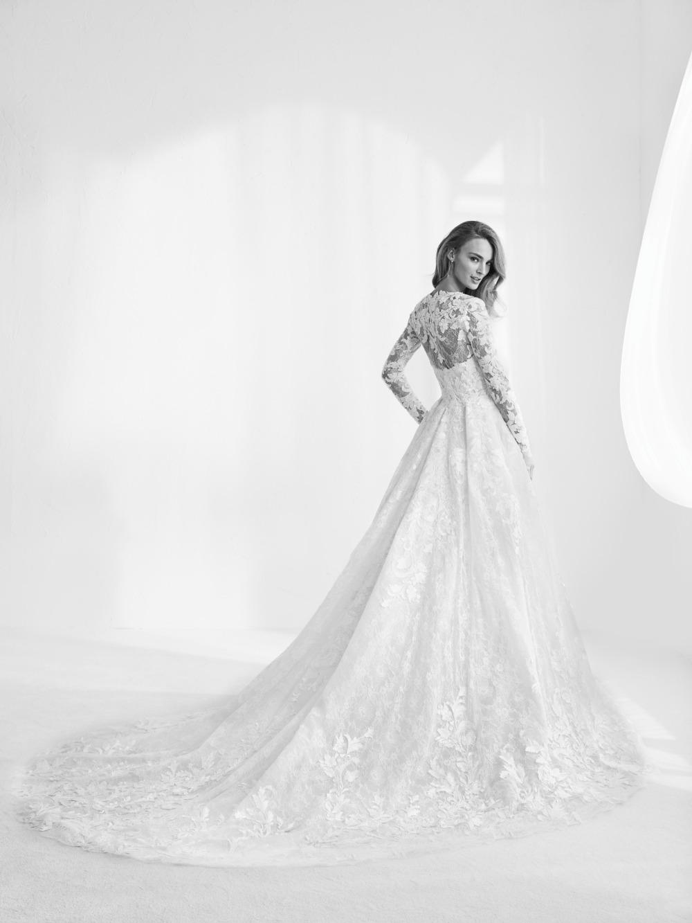 Atelier Pronovias predstavil kolekciu svadobných šiat na rok 2018 - Obrázok č. 35