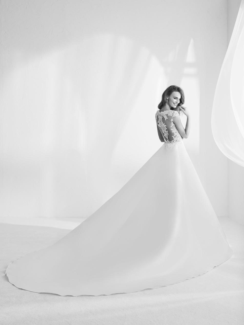 Atelier Pronovias predstavil kolekciu svadobných šiat na rok 2018 - Obrázok č. 43