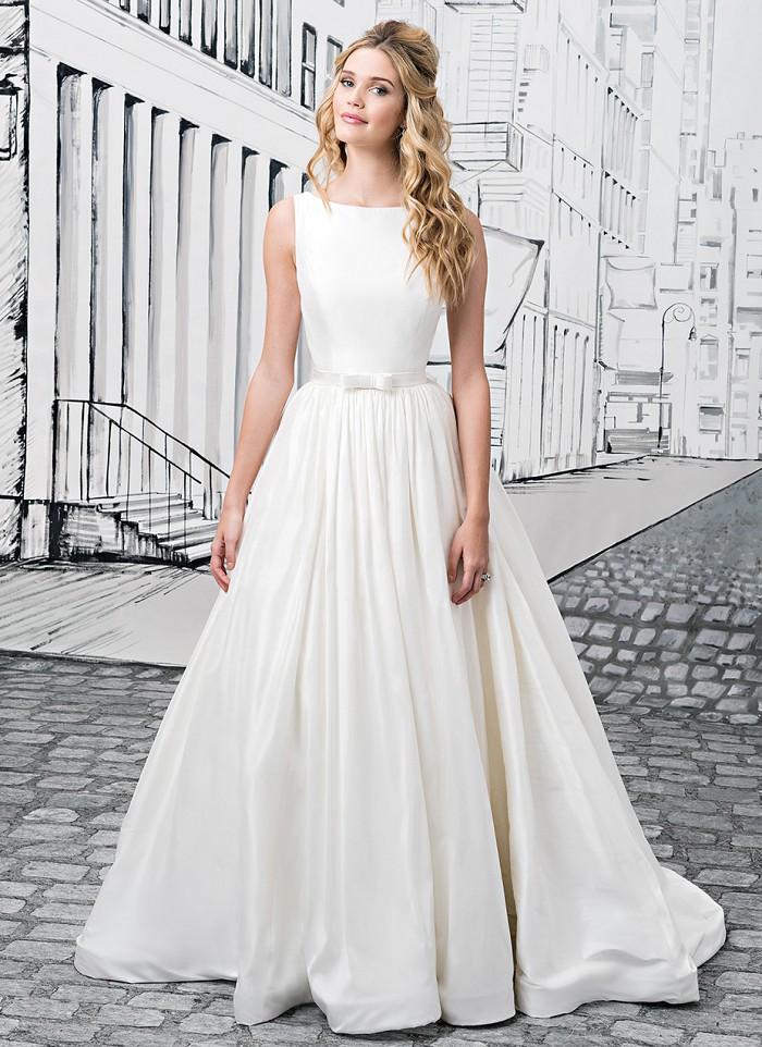 Tak jednoducho, ako sa len dá (minimalizmus v svadobných šatách) - Obrázok č. 28